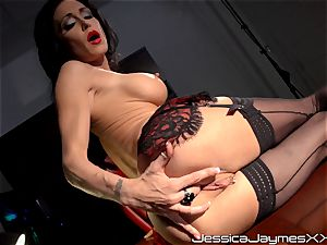 nasty dark-haired Jessica Jaymes fingers her edible cunny pie in her office