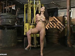 Kathia Nobili crop the tongue of hotty dame