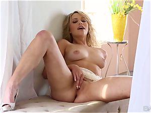 nice towheaded Mia Malkova idolizes her fragile cunt