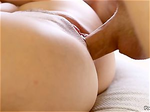 Cassidy Klein puts on a solo showcase for her dude