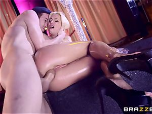 Monster trunk glides into mouth-watering cooch fuckhole of Jessie Volt