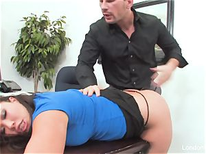 chinese sweetie London Keyes gets an office boink