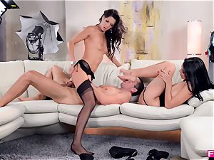 Kira queen and Alexa Tomas - sole tonguing and hump 3 way
