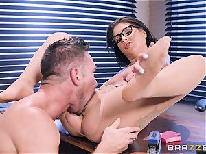 Felicity Feline penetrated deep in her pussyhole