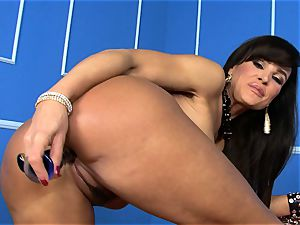 jaw-dropping Lisa Ann stuffs her fake penis deep in her moist cooter