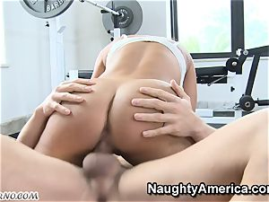 physical Education lessons with big-boobed milf Lisa Ann