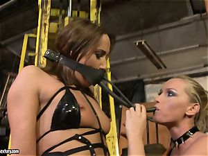 Andy dark-skinned and Kathia Nobili bind and frosting of facehole