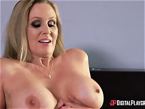 romp with big-boobed housewife Julia Ann and her stepdaughter