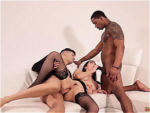 Valentina Nappi gets DPd by a ebony and a milky stud