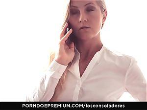 LOS CONSOLADORES - Amirah Adara facial in FFM threesome
