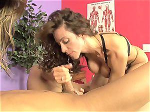 Ariella Ferrera and scorching stunner blowing a rock hard chisel