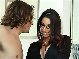 Taylor Reed smashes her fellow with Dava Foxx