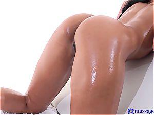 Thai beauty facialed in spunk