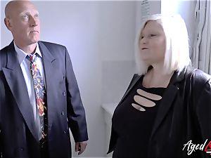 AgedLovE Mature girl Lacey Starr sucking hard man rod