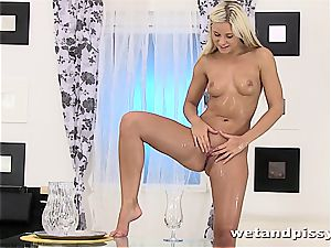 Darling Dido Angel in the shower letting her fluid load