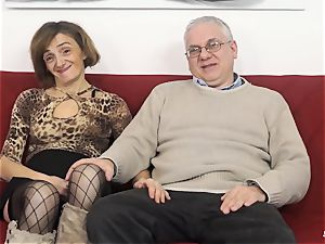 SCAMBISTI MATURI - Deep rectal with mature Italian girl