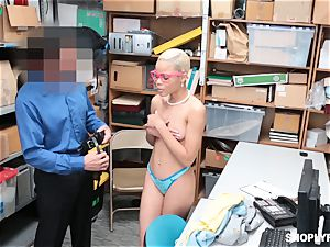 Arie Faye takes the enormous trouser snake of kinky mall cop