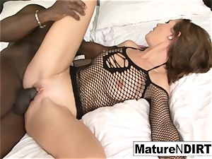 brown-haired milf drains before taking a bbc
