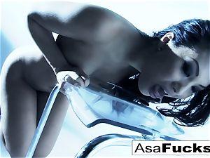 impressive Asa Akira plays with her fuckbox